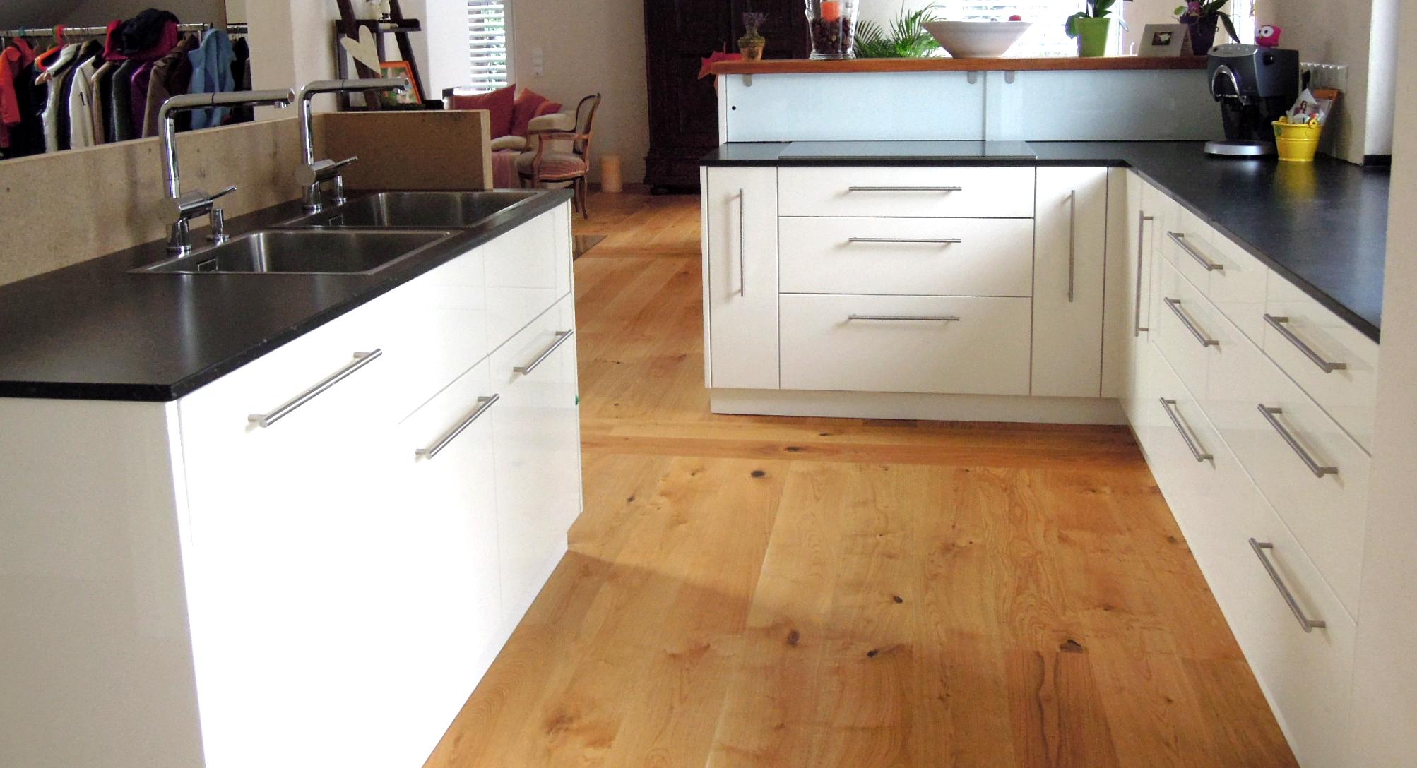 wohnen kochen leben offene wohnk chen als mittelpunkt der wohnung. Black Bedroom Furniture Sets. Home Design Ideas